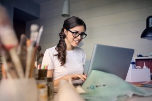 Woman-on-laptop-choosing-MBA-recommenders