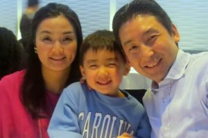 Kane Nakamura (MBA '08) with his wife and son.